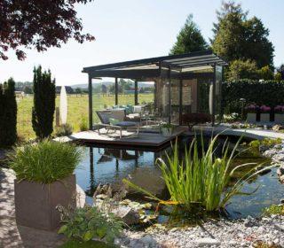 Gartenteich mit Gartenhaus