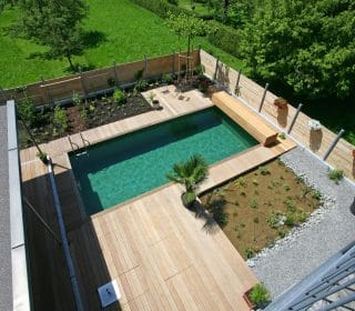 Moderner Garten mit Pool