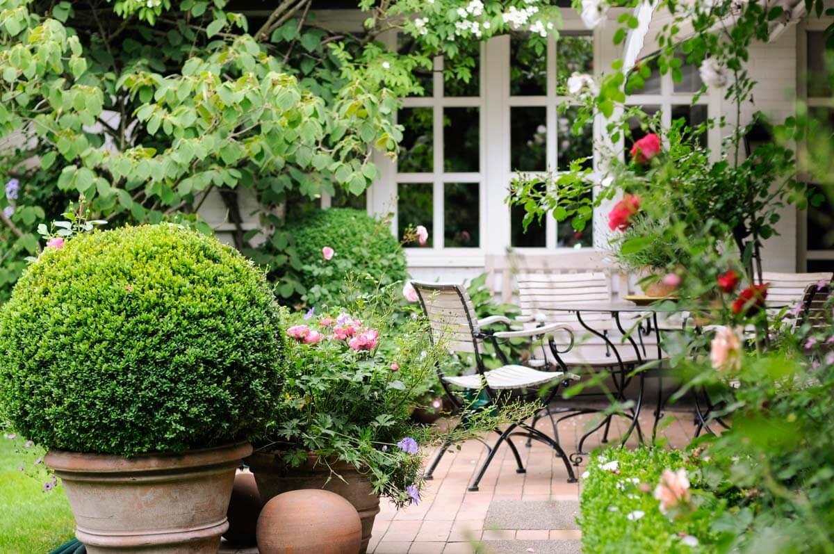 Gartengestaltung f r private traumg rten galanet for Gartengestaltung landhausstil