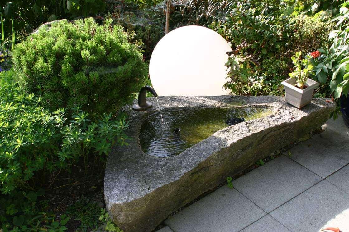 sprinbrunnen im garten tipps von galanet. Black Bedroom Furniture Sets. Home Design Ideas
