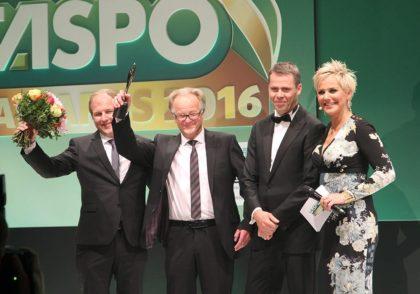 Helmut und Florian Haas bedanken sich für den Preis
