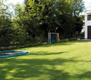 Familiengarten mit Trampolin
