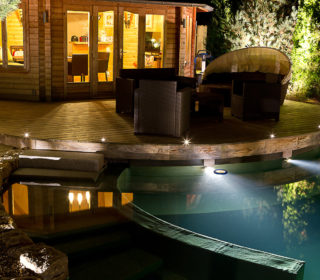 Beleuchtung am Gartenhaus und Pool