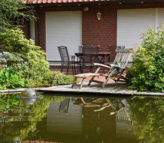 Sitzecke am Gartenteich