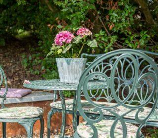 Sitzecke im minimalistischen Stil
