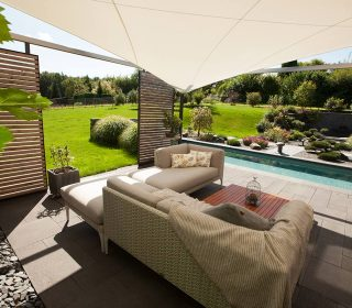 Zaunelemente auf Terrasse