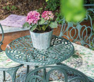 Sitzecke mit Blume