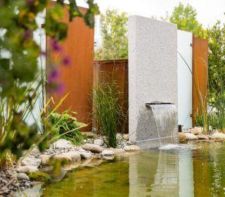 Gartenteich mit Wasserfall