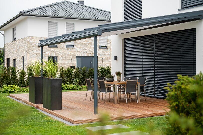Entspannung und Natur mit einer Terrasse aus Holz – GALANET
