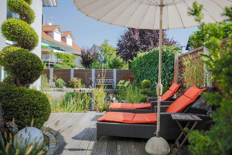 entspannung und natur mit einer terrasse aus holz galanet. Black Bedroom Furniture Sets. Home Design Ideas